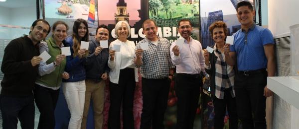 El Consulado de Colombia en Buenos Aires se une a la campaña #WhiteCard liderada por la organización Peace & Sport con ocasión del Día Internacional del Deporte para el Desarrollo y la Paz
